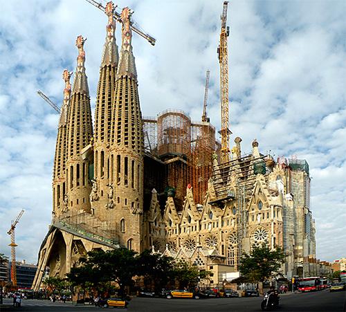 Visit La Sagrada Família