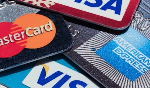 The Pros and Cons of Using Cash, Credit Card and Debit Card When Travelling