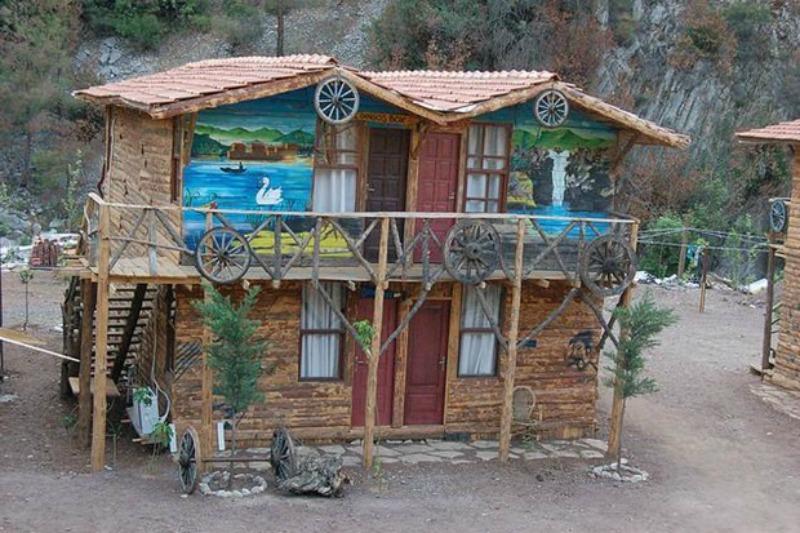Kadir's Tree Houses