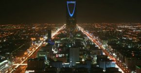 kingdom-tower-at-night