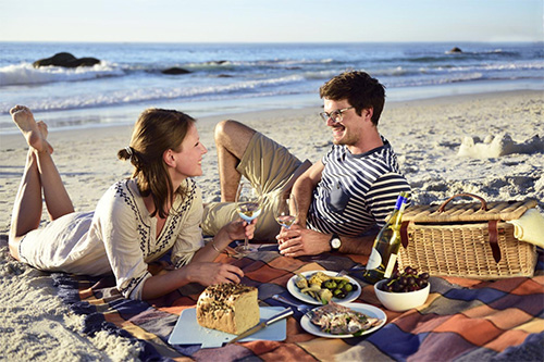 Go to the beach to picnic and relax